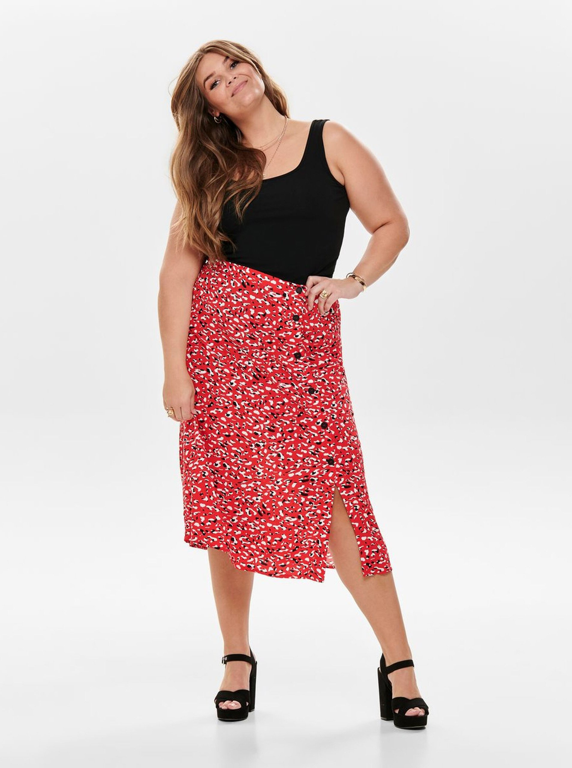 Červená vzorovaná midi sukňa ONLY CARMAKOMA Kinea.