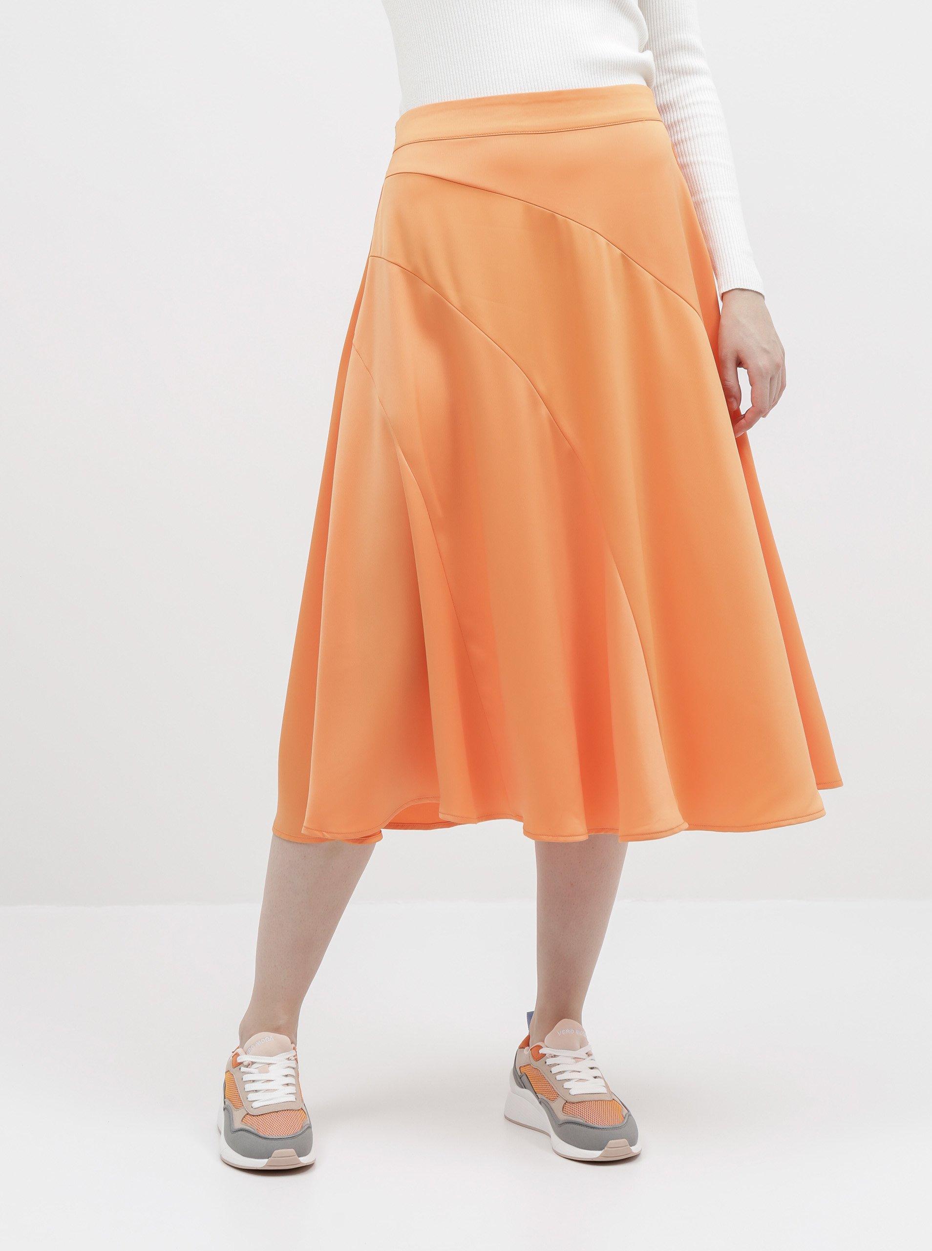 Oranžová saténová midi sukňa VERO MODA Gabbi.