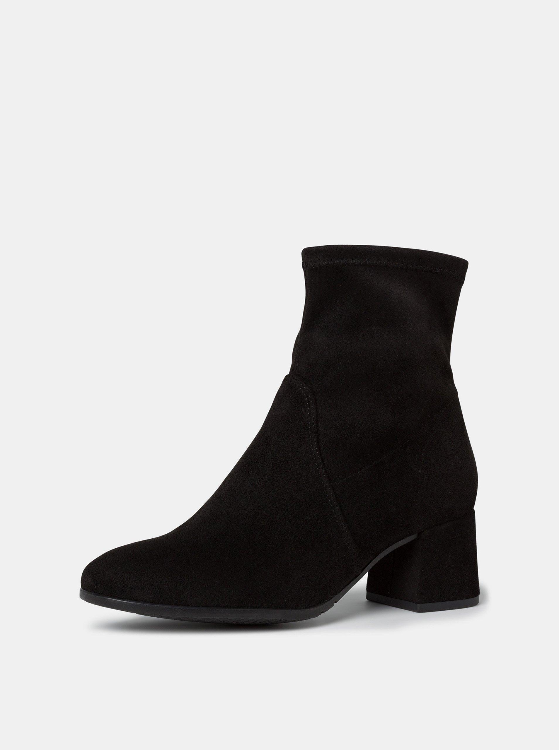 Čierne dámske členkové topánky v semišovej úprave Tamaris.