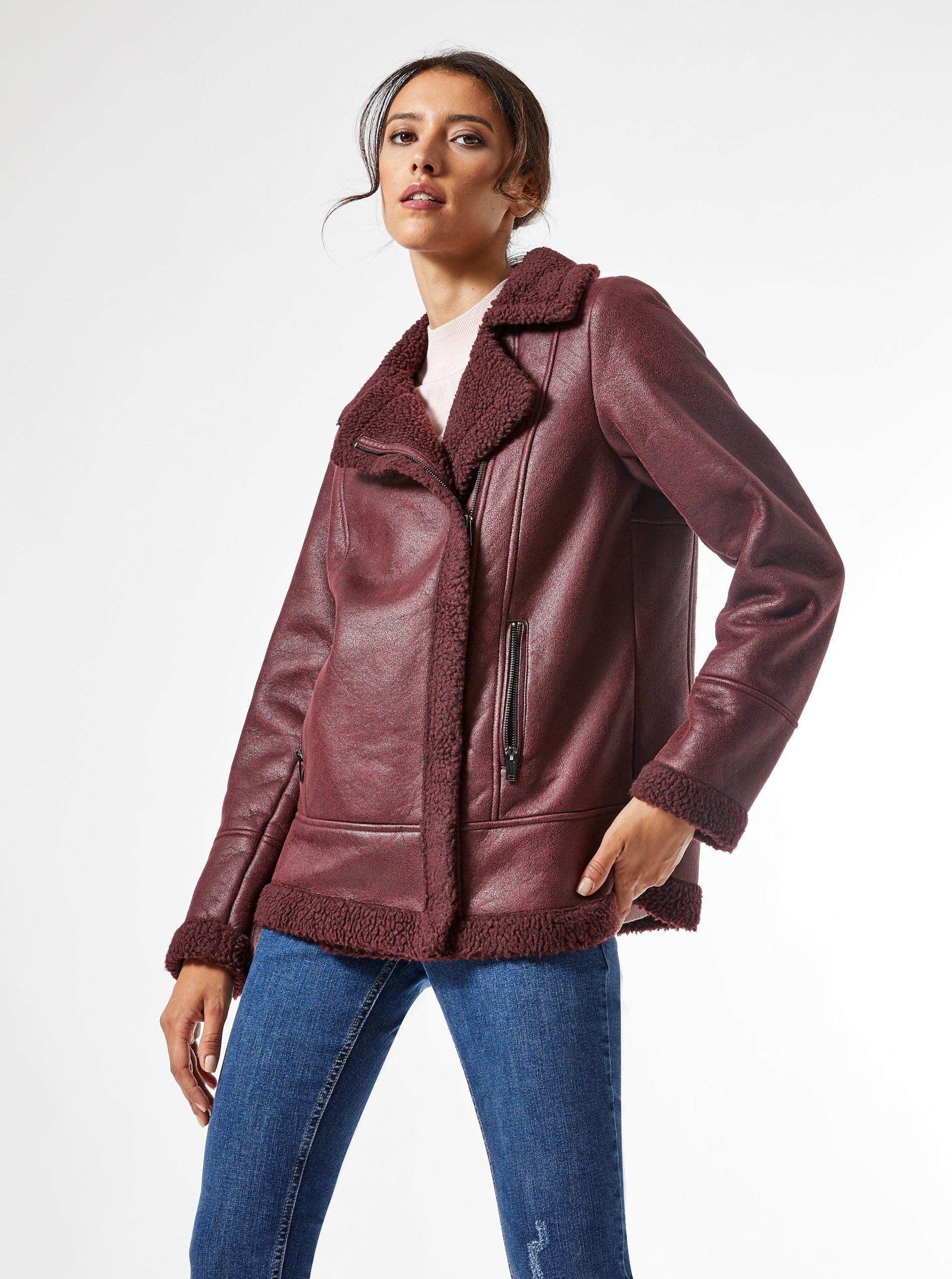 Vínová koženková bunda Dorothy Perkins.