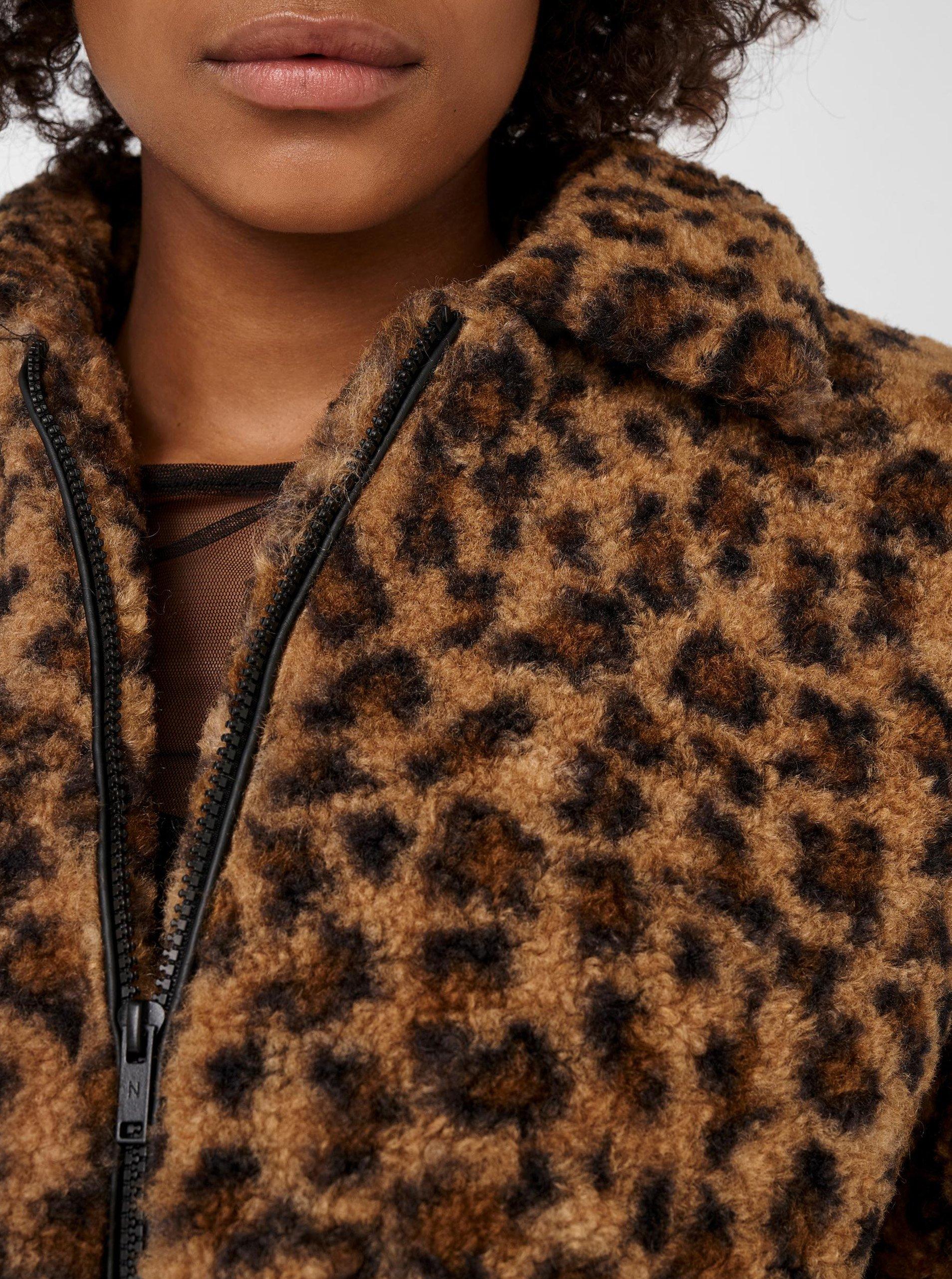 Hnedá bunda s leopardím vzorom a umelým kožúškom Noisy May Gabi.