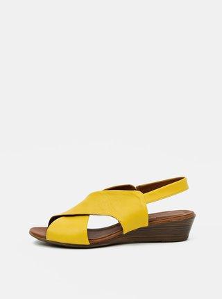 Žlté kožené sandálky na plnom podpätku WILD