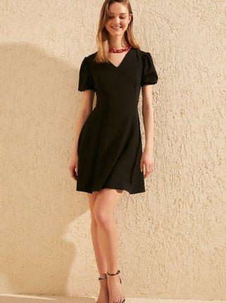Čierne šaty Trendyol