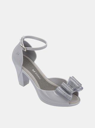 Sivé lesklé sandálky s trblietavou mašľou Zaxy Diva Top