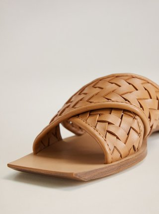 Hnědé pantofle Mango Drew