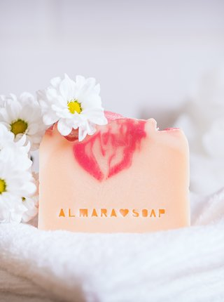 Mydlo s vôňou kvetín Almara Soap Opojný zimolez