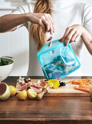 Modrý silikónový sáčok na potraviny Stasher Stand up 1,66 l
