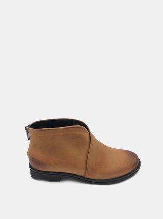 Hnedé dámske kožené členkové topánky WILD