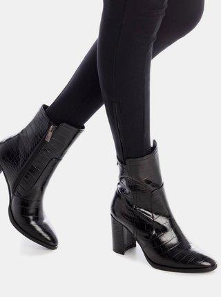 Černé dámské kotníkové boty s krokodýlím vzorem Xti