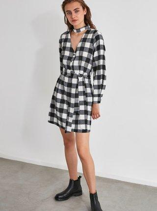 Bílo-černé kostkované košilové šaty Trendyol