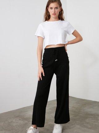 Čierne dámske skrátené nohavice Trendyol