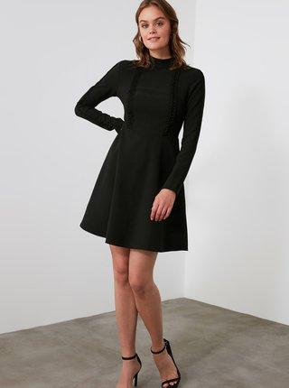 Černé šaty se stojáčkem Trendyol