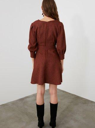 Hnědé šaty s páskem Trendyol