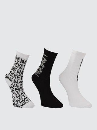 Sada troch párov dámskych vzorovaných ponožiek v čiernej a bielej farbe Trendyol
