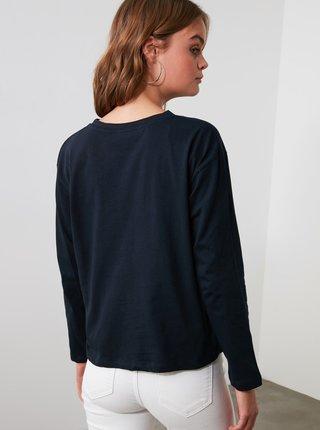 Tmavě modré tričko s potiskem Trendyol