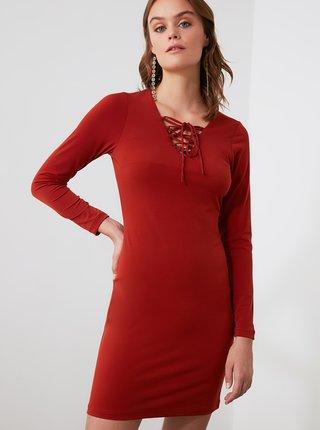 Červené šaty Trendyol