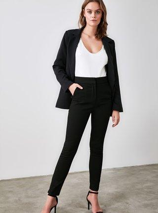 Čierne dámske skrátené skinny fit nohavice Trendyol