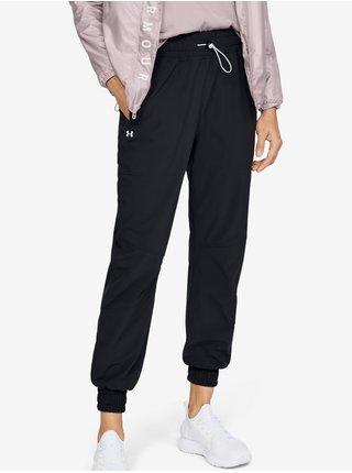 Tepláky Under Armour Recover Woven Pants - černá