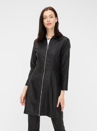 Černé koženkové šaty Pieces