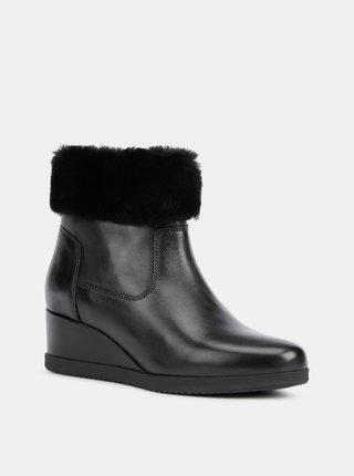 Černé dámské kožené kotníkové boty na klínku Geox Anylla