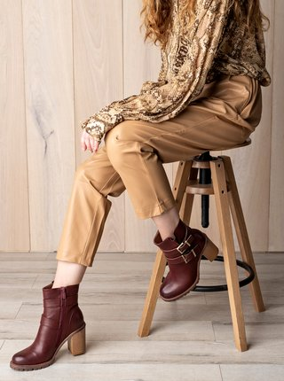 Vínové dámské kotníkové boty na podpatku MUSK