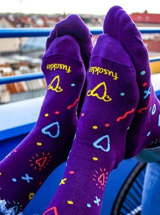 Fialové vzorované ponožky Fusakle Osmdesátky