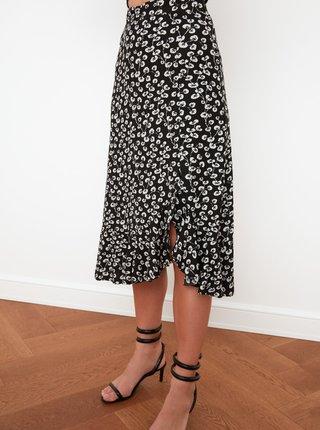 Čierna kvetovaná sukňa s rozparkom Trendyol
