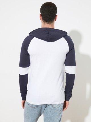 Modro-biele pánske tričko s kapucou Trendyol