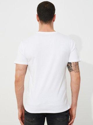 Bílé pánské tričko s potiskem Trendyol