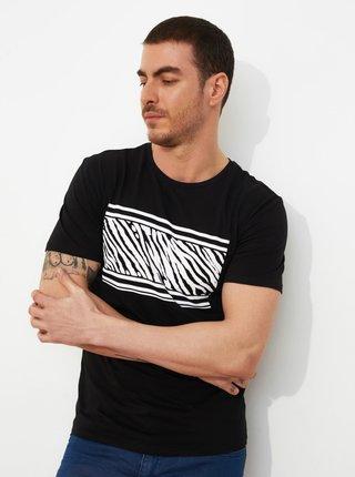 Čierne pánske tričko s potlačou Trendyol
