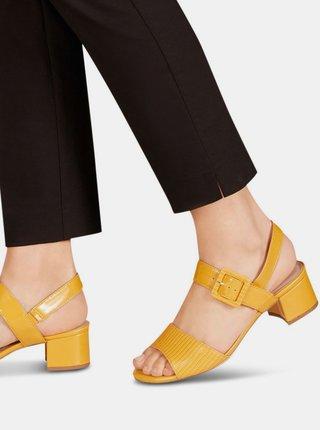 Žlté lesklé sandálky na podpätku Tamaris