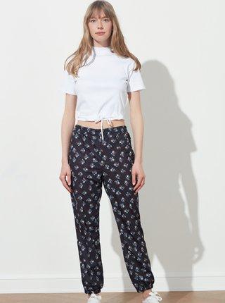 Černé dámské květované kalhoty Trendyol