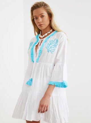 Biele šaty s výšivkou a strapcami Trendyol