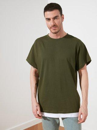 Tmavě zelené pánské volné tričko Trendyol
