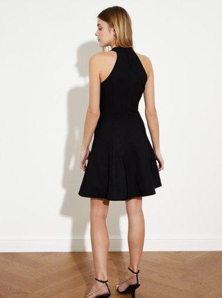Čierne šaty s priestrihom Trendyol