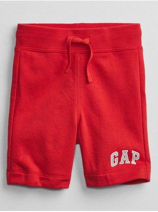 Červené klučičí dětské kraťasy GAP Logo v short