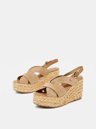 Béžové sandálky v semišovej úprave na plnom podpätku Wrangler