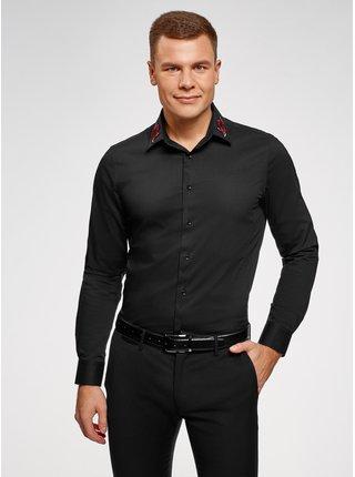 Košile vypasovaná s nášivkou na límečku OODJI