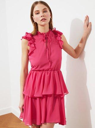 Růžové šaty s volány Trendyol