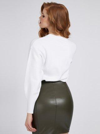 Guess bílý svetr Front Logo Comfort Fit