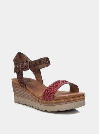 Červeno-hnědé sandálky na klínku Xti