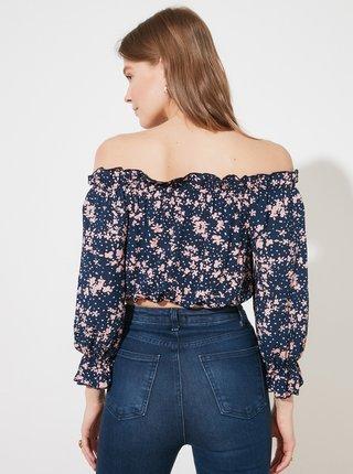 Tmavě modrá květovaná krátká halenka s odhalenými rameny Trendyol