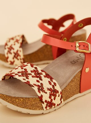 Béžovo-červené dámske sandálky na plnom podpätku JJU