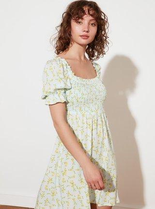 Svetlozelené kvetované šaty Trendyol