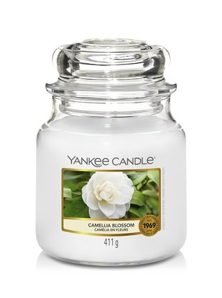 Yankee Candle vonná sviečka Camellia Blossom Classic stredná
