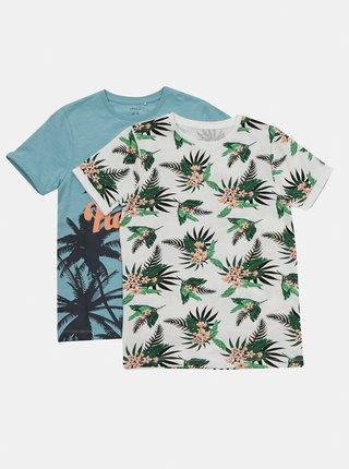 Sada dvou klučičích vzorovaných triček v bílé a modré barvě name it Johan