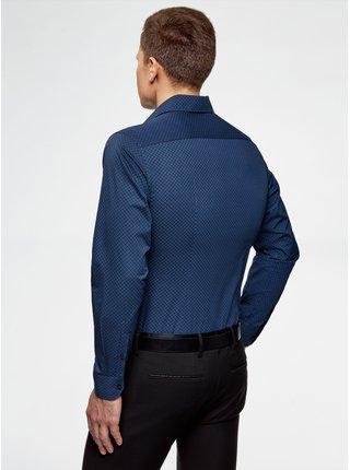 Košile vypasovaná se vzorem OODJI
