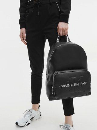 Černý batoh s nápisem Calvin Klein