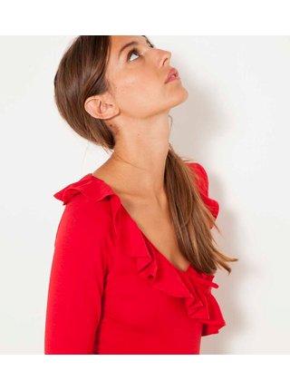 Červené tričko s ozdobným volánom CAMAIEU