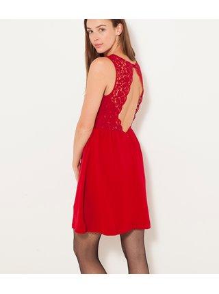 Červené šaty s krajkou a průstřihem na zádech CAMAIEU